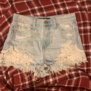 Hollister High Rise Short-Shorts Lace/Frayed Hem